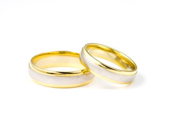 Le mariage, un contrat ? Plutôt une alliance.Anneaux de mariage par ...