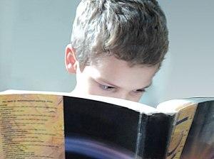 """Sommes-nous ouverts et disponibles pour les """"bons livres"""" ? Jeune lecteur par Francisco Farias Jr"""