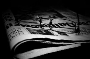 Un autre regard sur la presseLes journaux et les lunettes par George Hodan