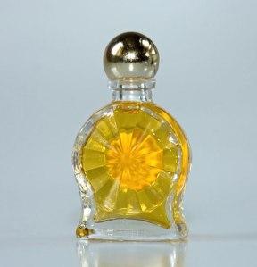 Bouteille de parfum en verre par Karen Arnold