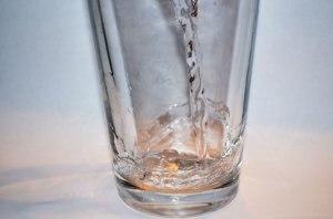 L'eau et les verres par George Hodan