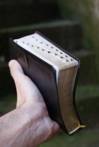 La Bible est un livre, mais elle est plus qu'un livre !