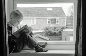 Child and Book par George Hodan Demeurons dans un enseignement d'avenir