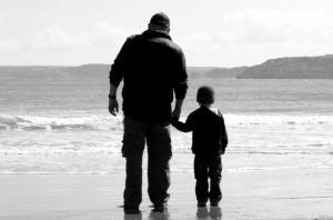 Grand-père et petit-fils par George Hodan Une ère où tout ce qui est vieux est dévalorisé
