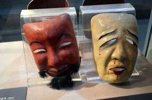 """Quelle idéologie se cache derrière les masques et le """"cirque médiatique"""" ?"""