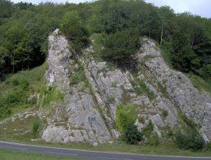 """Les """"rochers des Âges"""" (""""Rock of Ages""""), dans la combe de Burrington, où Toplady est supposé s'être abrité."""