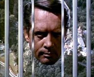 """Scène de la série """"Le Prisonnier"""" de et avec Patrick Mac Goohan (1967)"""